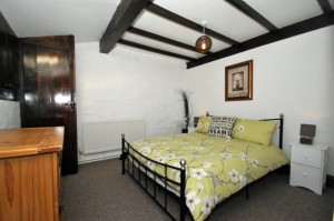Crumble Cottage offers 3 bedrooms which sleeps 5 with a configeration of 2 double bedrooms and 1 single room.  Travel Cot and highchair available if required.