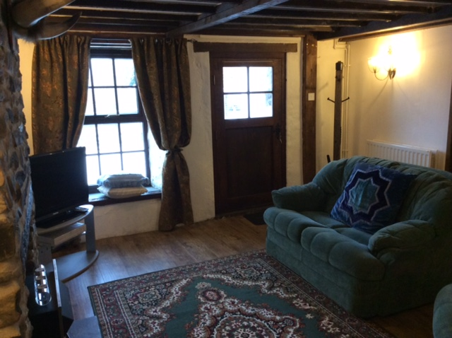 Cottage lounge room with large flat screen TV with Freeview channels